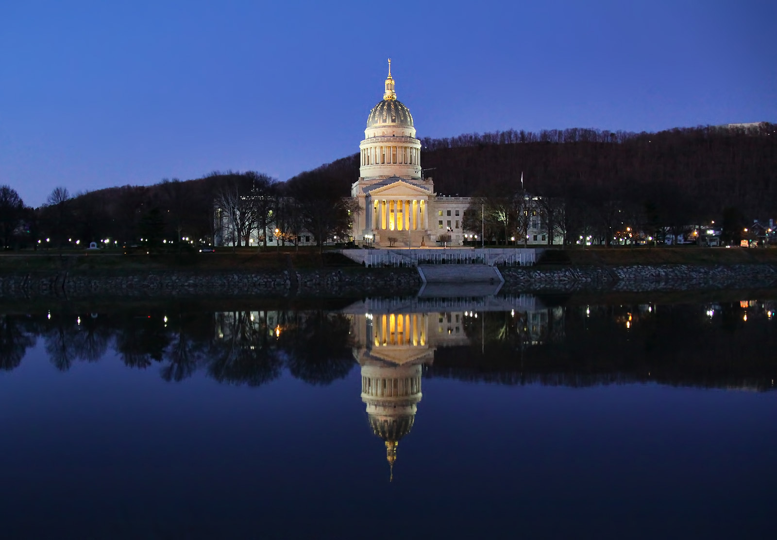 The_West_Virginia_State_Capitol_Building_in_Charleston_WV
